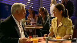 Lou Carpenter, Louise Carpenter (Lolly) in Neighbours Episode 5194