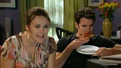Rosie Cammeniti, Frazer Yeats in Neighbours Episode 5198