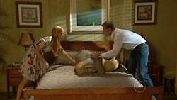 Elle Robinson, Oliver Barnes in Neighbours Episode 5242
