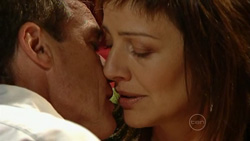 Paul Robinson, Gail Robinson in Neighbours Episode 5242