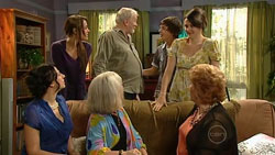 Lucia Cammeniti, Carmella Cammeniti, Tom Kennedy, Zeke Kinski, Rosie Cammeniti in Neighbours Episode 5247