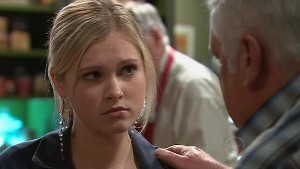 Janae Hoyland, Lou Carpenter in Neighbours Episode 5322