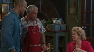 Steve Parker, Lou Carpenter, Valda Sheergold in Neighbours Episode 5330