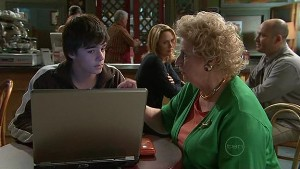 Zeke Kinski, Valda Sheergold in Neighbours Episode 5331