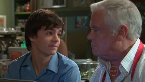 Zeke Kinski, Lou Carpenter in Neighbours Episode 5332