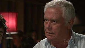 Lou Carpenter in Neighbours Episode 5333