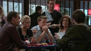 Paul Robinson, Elle Robinson, Oliver Barnes, Rebecca Napier, Declan Napier in Neighbours Episode 5335