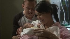 Oliver Barnes, Carmella Cammeniti, Chloe Cammeniti in Neighbours Episode 5373