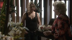 Steph Scully, Valda Sheergold in Neighbours Episode 5402