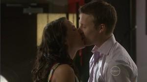 Mia Silvani, Oliver Barnes in Neighbours Episode 5402