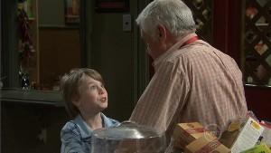 Mickey Gannon, Lou Carpenter in Neighbours Episode 5412