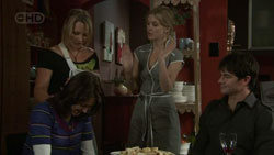 Steph Scully, Elle Robinson, Frazer Yeats in Neighbours Episode 5430