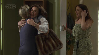 Steph Scully, Lyn Scully, Libby Kennedy in Neighbours Episode 5458