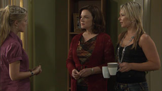 Elle Robinson, Lyn Scully, Steph Scully in Neighbours Episode 5459
