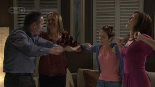 Karl Kennedy, Miranda Parker, Susan Kennedy, Rebecca Napier in Neighbours Episode 5482