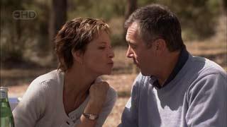 Susan Kennedy, Karl Kennedy in Neighbours Episode 5485