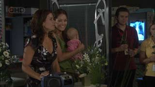Rebecca Napier, Sienna Cammeniti, Chloe Cammeniti in Neighbours Episode 5488