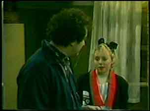 Max Ramsay, Terry Inglis in Neighbours Episode 0123