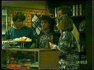 Scott Robinson, Danny Ramsay, Jim Robinson, Julie Robinson in Neighbours Episode 0124