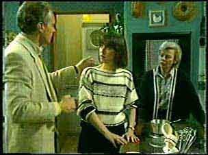 Jim Robinson, Maria Ramsay, Helen Daniels in Neighbours Episode 0124