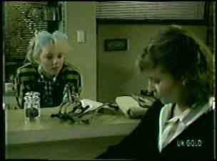 Terry Inglis, Julie Robinson in Neighbours Episode 0125