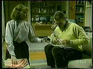 Julie Robinson, Jim Robinson in Neighbours Episode 0126