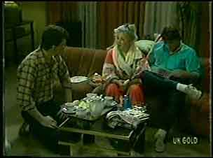 Des Clarke, Terry Inglis, Shane Ramsay in Neighbours Episode 0126