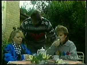 Terry Inglis, Shane Ramsay, Daphne Clarke in Neighbours Episode 0127