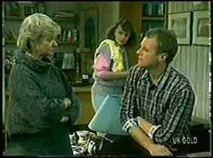Helen Daniels, Julie Robinson, Jim Robinson in Neighbours Episode 0127