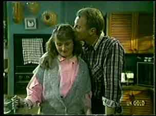 Julie Robinson, Jim Robinson in Neighbours Episode 0127