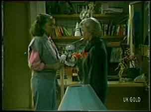 Julie Robinson, Helen Daniels in Neighbours Episode 0128