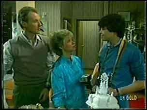 Jim Robinson, Helen Daniels, Scott Robinson in Neighbours Episode 0128
