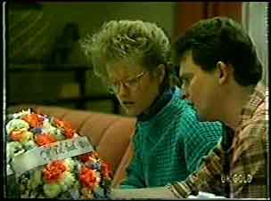 Daphne Clarke, Des Clarke in Neighbours Episode 0128