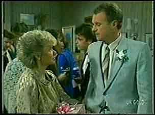 Helen Daniels, Maria Ramsay, Shane Ramsay, Jim Robinson in Neighbours Episode 0128