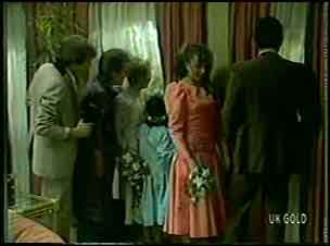 Scott Robinson, Daphne Lawrence, Terry Inglis, Lucy Robinson, Julie Robinson, Des Clarke in Neighbours Episode 0128