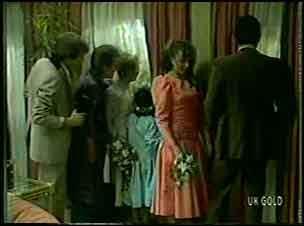 Scott Robinson, Daphne Clarke, Terry Inglis, Lucy Robinson, Julie Robinson, Des Clarke in Neighbours Episode 0128