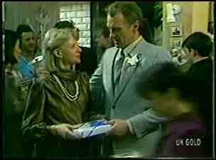 Gwen Simpson, Jim Robinson in Neighbours Episode 0128