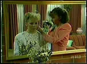 Terry Inglis, Julie Robinson in Neighbours Episode 0128