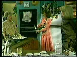 Helen Daniels, Julie Robinson, Gwen Simpson in Neighbours Episode 0129