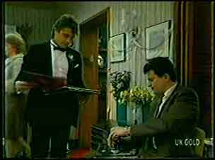 Shane Ramsay, Des Clarke in Neighbours Episode 0130