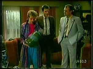 Daphne Clarke, Des Clarke, Jim Robinson in Neighbours Episode 0130