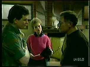 Des Clarke, Daphne Clarke, George Young in Neighbours Episode 0131