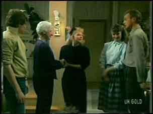 Scott Robinson, Bess Robinson, Terry Inglis, Julie Robinson, Jim Robinson in Neighbours Episode 0135