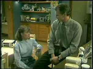 Julie Robinson, Jim Robinson in Neighbours Episode 0135