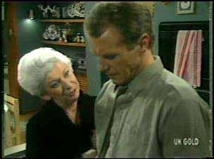 Bess Robinson, Jim Robinson in Neighbours Episode 0135