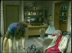 Scott Robinson, Bess Robinson in Neighbours Episode 0135