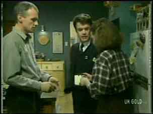 Jim Robinson, Paul Robinson, Julie Robinson in Neighbours Episode 0136