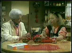 Bess Robinson, Terry Inglis in Neighbours Episode 0137