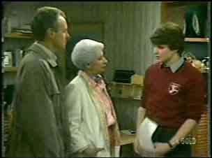 Jim Robinson, Bess Robinson, Scott Robinson in Neighbours Episode 0137