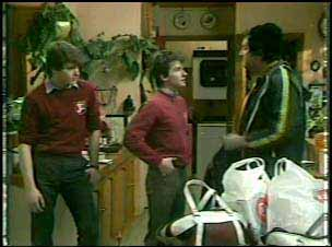 Scott Robinson, Danny Ramsay, Max Ramsay in Neighbours Episode 0138